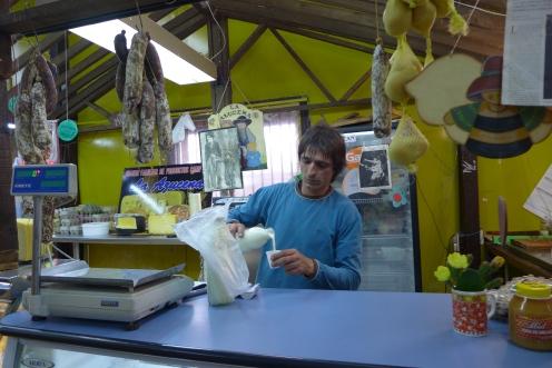 raw grass-fed milk at La Azucena